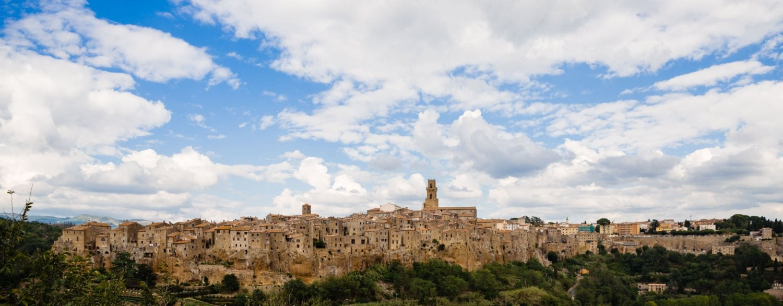 Zondersondergang bij een Toscaans stadsaangezicht