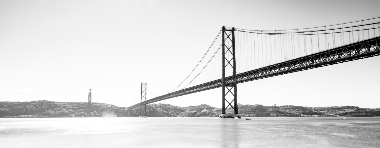 Een absolute blikvanger van Lissabon: de imposante hangbrug over de Taag